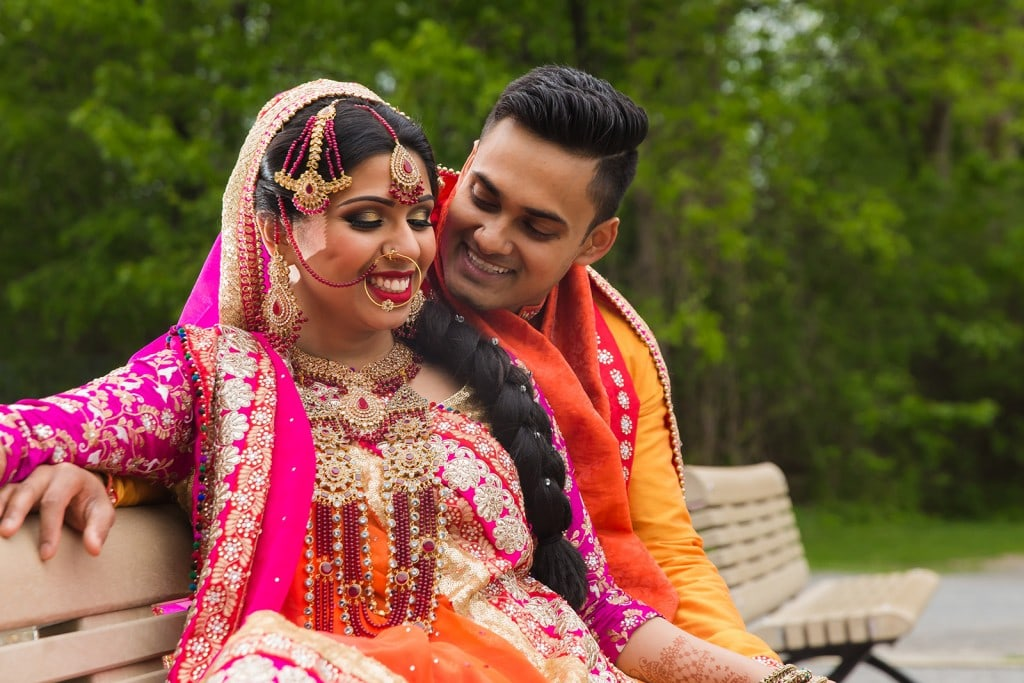 This Bangla couple kept tradition alive in their haldi and sangeet ceremonies. (29)
