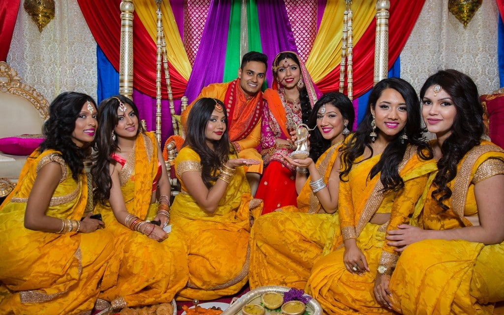 This Bangla couple kept tradition alive in their haldi and sangeet ceremonies. (11)