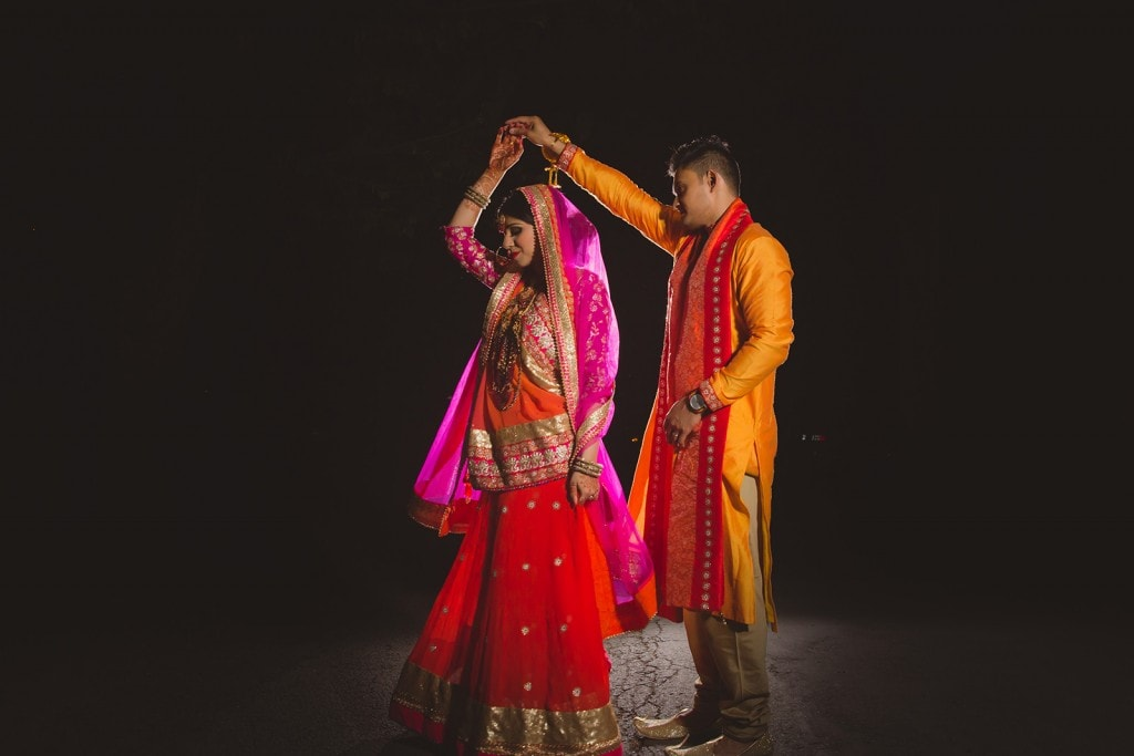 This Bangla couple kept tradition alive in their haldi and sangeet ceremonies. (5)