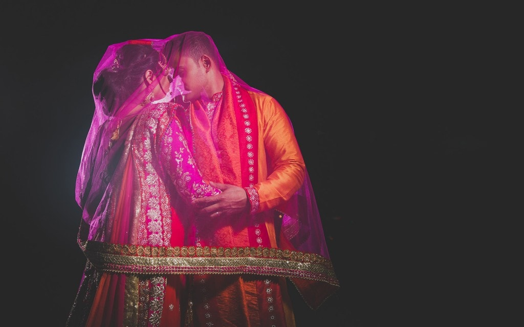 This Bangla couple kept tradition alive in their haldi and sangeet ceremonies. (3)