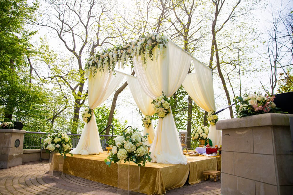 Outdoor-Indian-Wedding-decorator